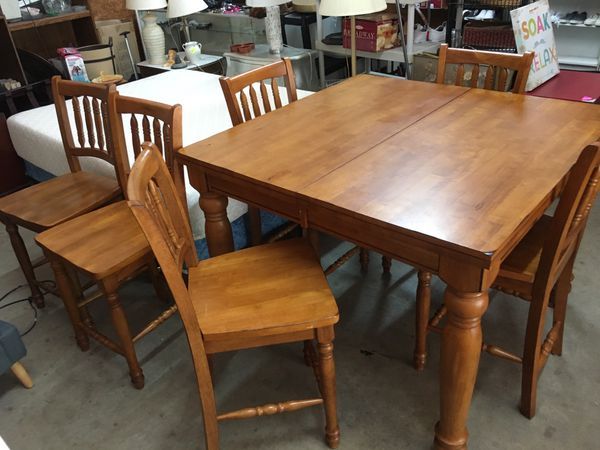 DINNIG TABLE WITH 6 CHAIRS