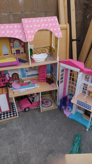 Kids craft doll houses 40$ accessories included! for Sale in Sacramento, CA