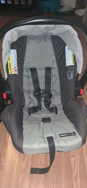 Graco Snugride 30 car seat & base for Sale in Rayne, LA