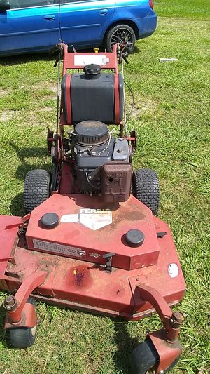 Walk behind lawn mower need the carburetor or carburetor clean it's not running please if you don't know how to fix it don't text me thank you for Sale in Eagle Lake, FL