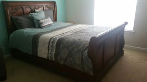 Beautiful queen size bed and mattress for Sale in Reedley, CA