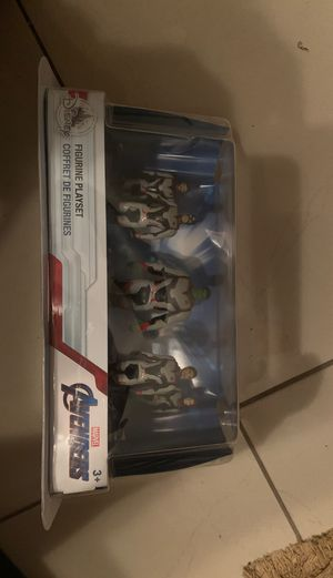 The avengers figurine play set new in package seal for Sale in Winter Park, FL