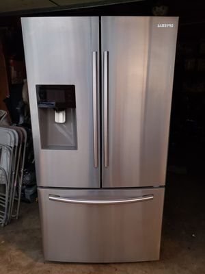 Samsung refrigerator working in great conditions everything works on it for Sale in Anaheim, CA