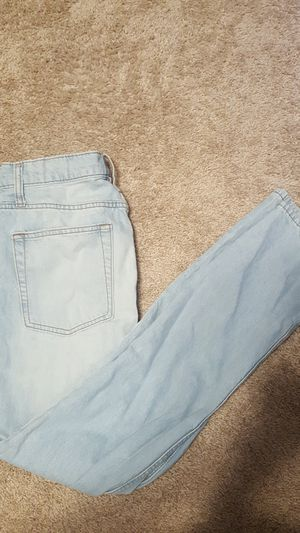 Light wash jeans for Sale in Minooka, IL