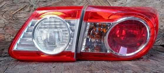 2012 Toyota Corolla passenger side tail lamp and inner light for Sale in South Gate,  CA