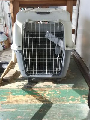 Dog Travel Cage W/Wheels for Sale in Bakersfield, CA