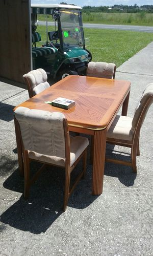 table and 4 chairs for Sale in Lake Wales, FL
