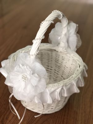 Flower girl basket for Sale in Fuquay-Varina, NC