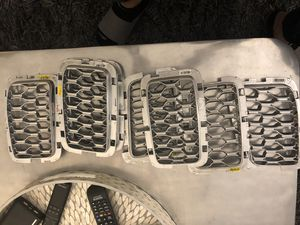 2019 Jeep Grand Cherokee grille inserts in silver OEM part for Sale in The Bronx, NY