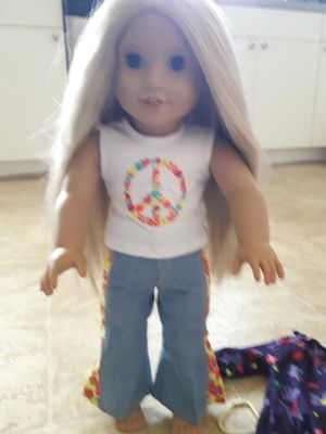 """American girl """"Julie"""" doll with a lot of acceceries/ bed for Sale in PT CHARLOTTE, FL"""