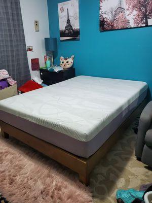 Excellent full size platform bed frame+memory foam mattress for Sale in Shoreline, WA