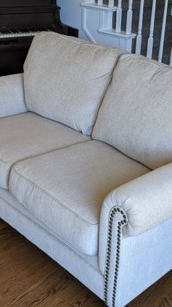 Nearly New Couch And Loveseat for Sale in Aurora,  CO