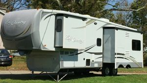 Trailer White Camper for Sale in Corona, CA