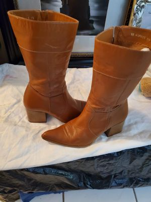 Women's leather boots for Sale in Miami Shores, FL