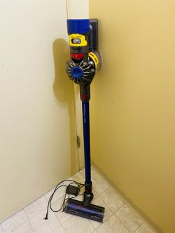 Dyson V7 Animal Pro Plus Vacuum Cleaner for Sale in Lakewood,  WA