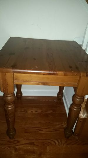 Side table for Sale in Ashburn, VA