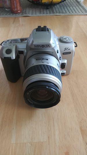 Minolta ST si Maxxum Date 35 mm Film camera with 35-80mm Lens for Sale in Miami, FL