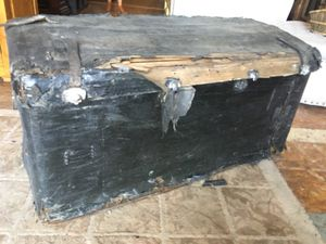 Antique vintage stage coach trunk DIY $75 purchase today for Sale in San Diego, CA