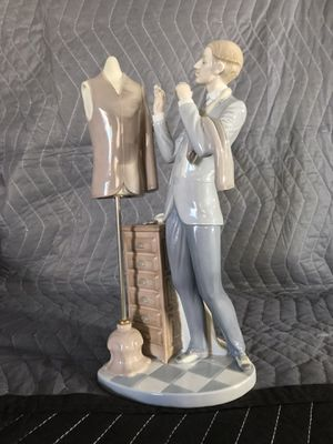 Lladro Retired Porcelain Figurine for Sale in Glen Burnie, MD