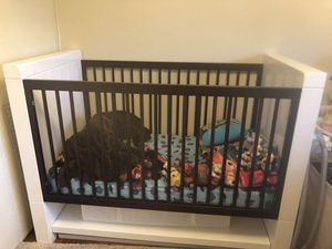Crib and Changing Table-Excellent Condition for Sale in Renton, WA
