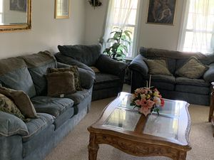 Living room couch set for Sale in Petersburg, VA