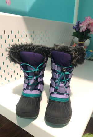 Toddler girl size 9c stylish snow boots for Sale in Hialeah, FL