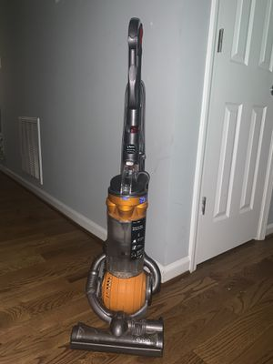 Dyson DC25 Multi Floor vacuum for Sale in Raleigh, NC
