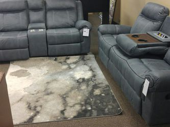 BEUTIFUL RECLINING SOFA AND LOVESEAT SET for Sale in Portland,  OR