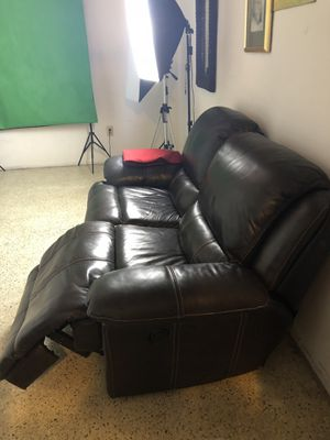Reclining Love Seat — Like New - Electric for Sale in Miami, FL