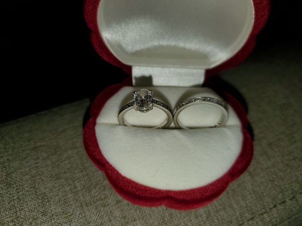 1ct Oval Engagement Ring & Matching Wedding Band