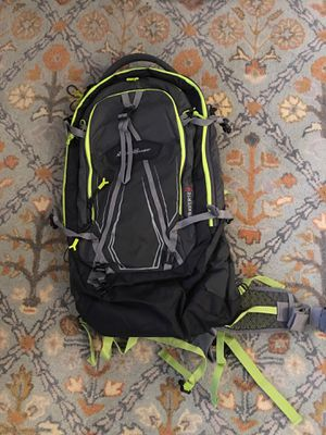 Eddie Bauer unisex traverse 35 L backpack for Sale in Chicago, IL