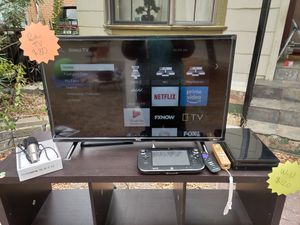 Roku TV and wiiU and free shelf and podcast microphone! for Sale in San Antonio, TX