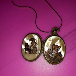 ANTIQUE DOUBLE SIDED LOCKET for Sale in Tigard, OR