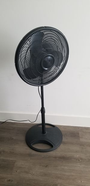 "16"" stand up plastic oscillating fan 3 speeds. Light, sturdy, about 4 feet tall for Sale in Houston, TX"