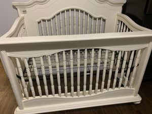Baby cache Chantal crib *excellent condition* for Sale in Laurel, MD