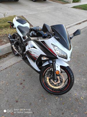 Kawasaki ninja 300 2014 abs for Sale in Garden Grove, CA