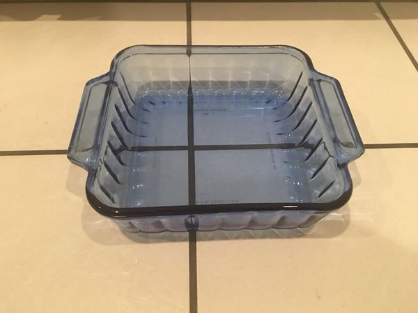 "Anchor Hocking glass bakeware. 8""X8"". Good condition."