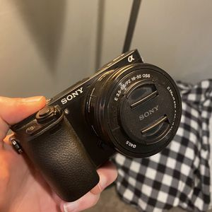 Used Sony a6000 w/ kit and 55-210 Lens for Sale in Las Vegas, NV
