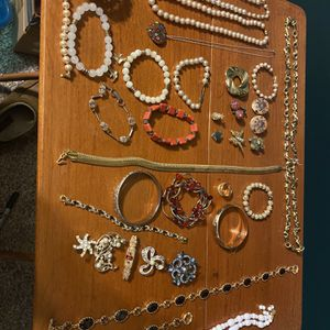Large Vintage Lot Of Costume Jewelry for Sale in Medina, OH