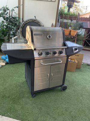BBQ grill in very good shape, (heavy duty) asador for Sale in Stockton, CA