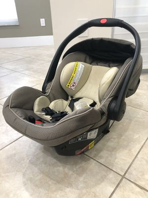 Graco Car Seat (include stroller with adapter) for Sale in Miami, FL