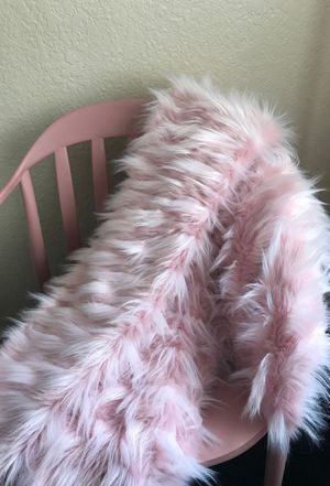 Pink fur throw blanket for Sale in Roseville, CA