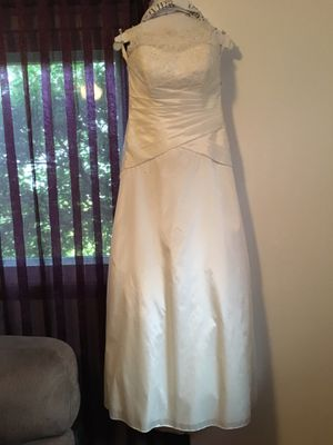 Wedding dress and veil for Sale in Leavenworth, WA