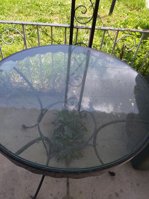 "Patio Table bout 1"" thick glass nice n heavy for Sale in Philadelphia, PA"