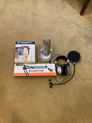 Yeti Blue Mic with 2 sets of Headphones, Mic Stand, and Pop Filter for Sale in Hillsboro, OR