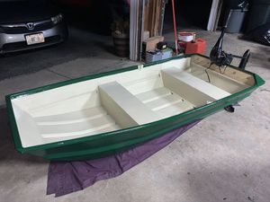 8 foot fishing boat WITH trolling motor!! for Sale in Lincoln, RI
