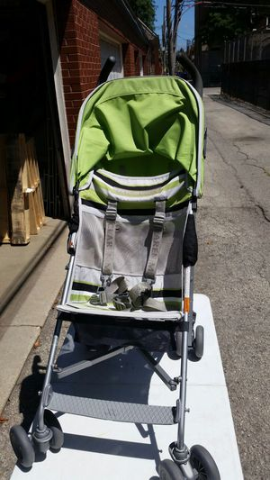 MCLAREN volvo green and grey babystroller for Sale in Chicago, IL
