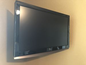 Westinghouse 26 inch TV with wall mount bracket for Sale in Canyon Lake, TX