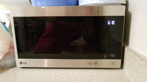 LG Microwave for Sale in Cleveland, OH
