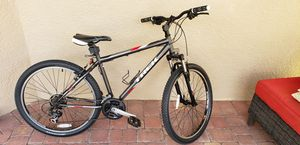 Trek 820 Mountain Bike - Like New! 18iches/45.7cm, Shimano gears and brakes, aluminum ready to rock and roll! for Sale in Orlando, FL